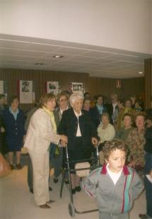 Llegando al Centro civico para ser homenajeada por su centenario